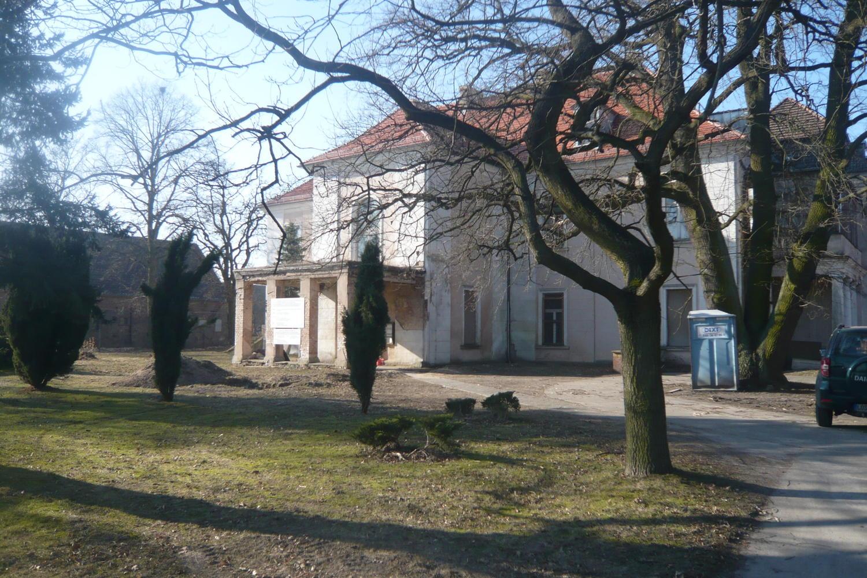 Schloss im Lebuser Land, teilw.saniert, Denkmalschutz